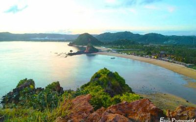 Pantai Kuta Lombok dari Bukit Mandalika