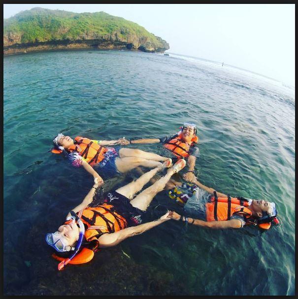 Pantai Sadranan Lokasi Snorkeling Baru Di Kota Gudeg