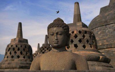 Candi Borobudur berdiri dengan megah di Perbukitan Menoreh. Candi Borobudur ini memang menjadi kejayaan tempo dulu.