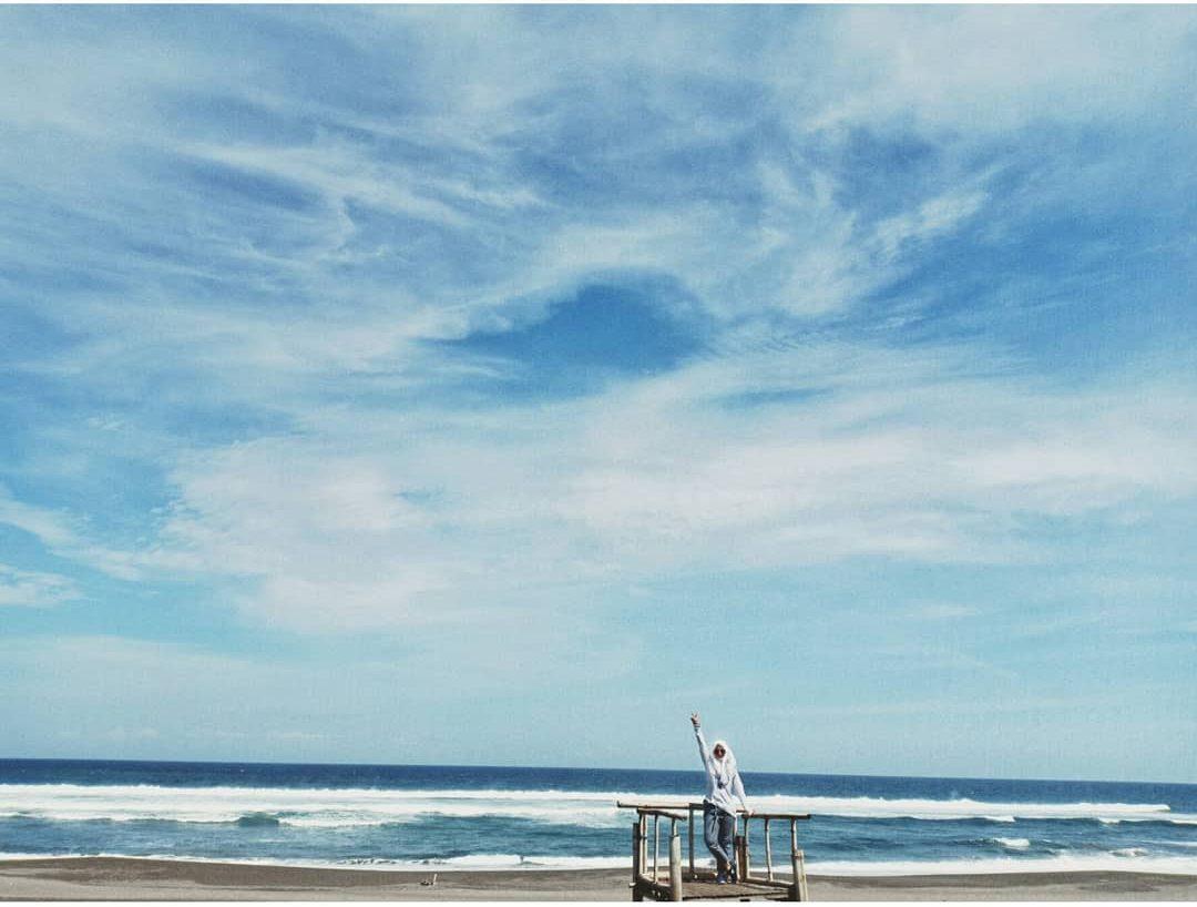 Yogyakarta memiliki banyak pantai yang bisa memuaskan hasrat berlibur Anda. Salah satunya adalah Pantai Cemoro Sewu