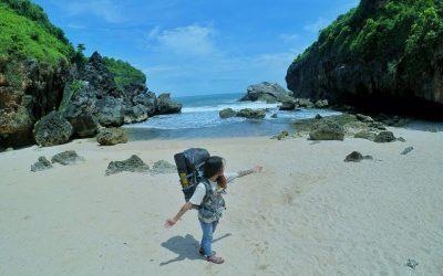 Pantai Wohkudu adalah salah satu dari jejeran pantai di Yogyakarta. Pantai Wohkudu memiliki lokasi yang tersembunyi