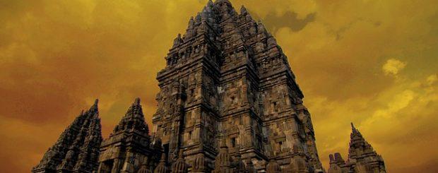 Candi Prambanan dibangun di masa pemerintahan dua raja yakni Rakai Belitung dan Rakai Pikatan.