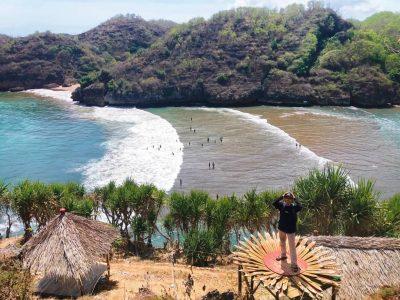 Di Gunung Kidul, Anda bisa menemukan gua, pantai, air terjun sampai tebing. Diantara begitu banyak pilihan tersebut, Pantai Baron adalah lokasi yang harus Anda kunjungi
