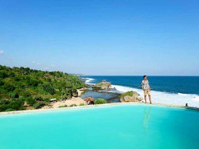 Pantai Kukup adalah satu-satunya wisata di Gunung Kidul yang begitu kaya dengan biota laut seperti ikan hias yang indah di aquarium lautan