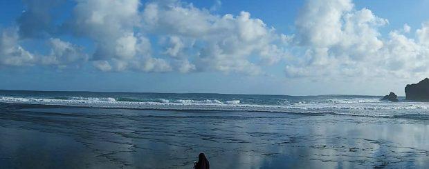 Pantai Sundak adalah destinasi alam pantai yang berlokasi di daerah Wonosari. Lokasi Pantai Sundak ini tidak jauh dari Pantai Kukup.